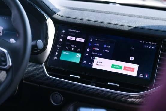 汽车的方向盘  描述已自动生成