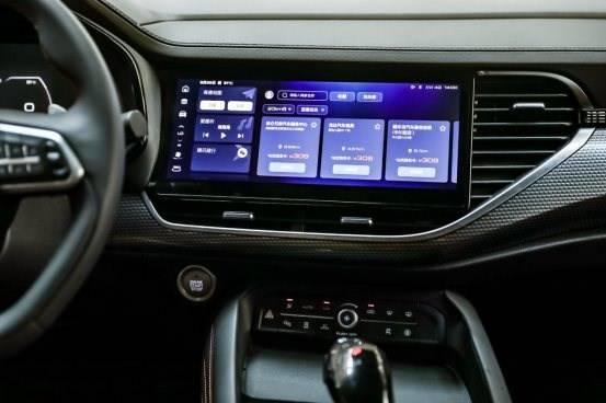 汽车的仪表盘  描述已自动生成